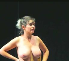 Read more about the article On stage Nude tiktok